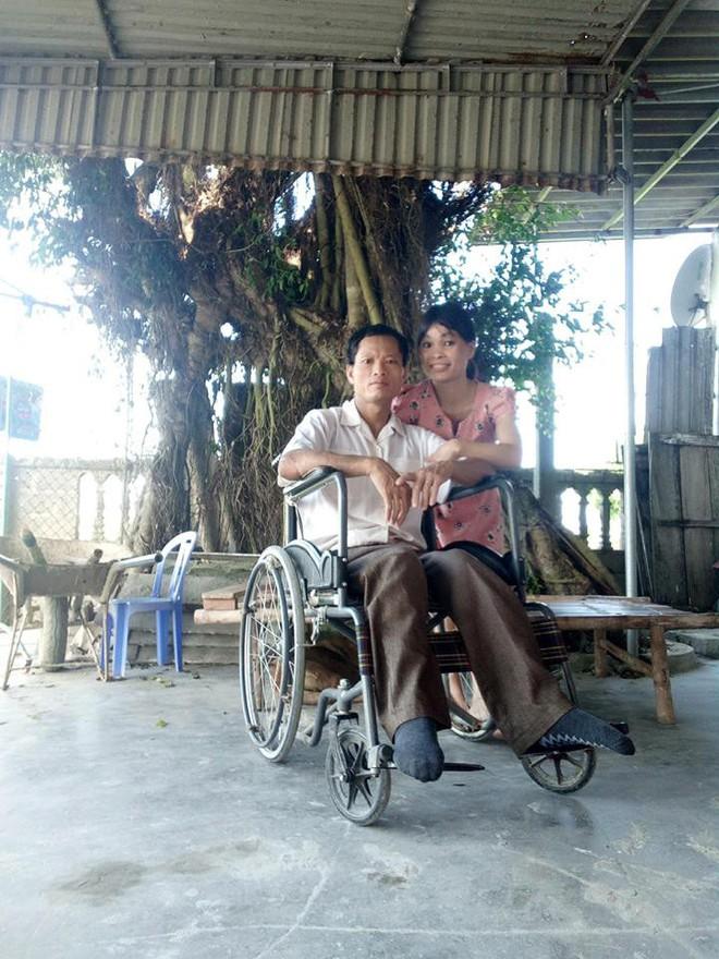 """""""Em sống không tiếc một kiếp người"""": Đám cưới xúc động của cô gái khuyết tật tay chân và chàng trai Hà Tĩnh 95% thương tật, bạn đón dâu thay chú rể - Ảnh 2."""