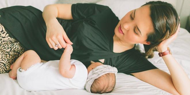 Nếu mẹ còn thường xuyên cho con bú đêm, hãy đọc ngay bài viết này - Ảnh 2.