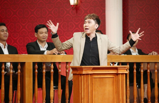 Trấn Thành rơi nước mắt trong phiên tòa của 2 người bạn thân thiết - Ảnh 1.