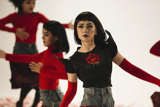 Chi Pu gây ám ảnh bởi tạo hình, vũ đạo ma mị trong MV mới - Ảnh 7.