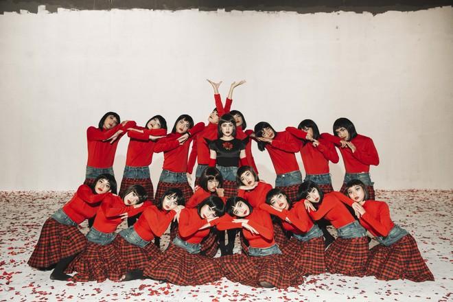 Chi Pu gây ám ảnh bởi tạo hình, vũ đạo ma mị trong MV mới - Ảnh 10.