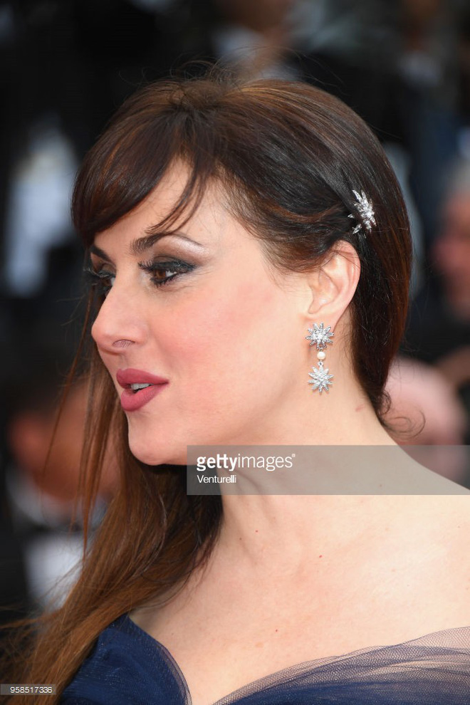 Người táo bạo diện váy hở nội y, kẻ khoe nguyên vòng eo nhiều mỡ trên thảm đỏ Cannes ngày thứ 7 - Ảnh 11.