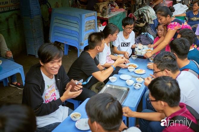 3 món đã ăn là bát đĩa phải chất thành chồng cao chót vót ở Sài Gòn - Ảnh 8.