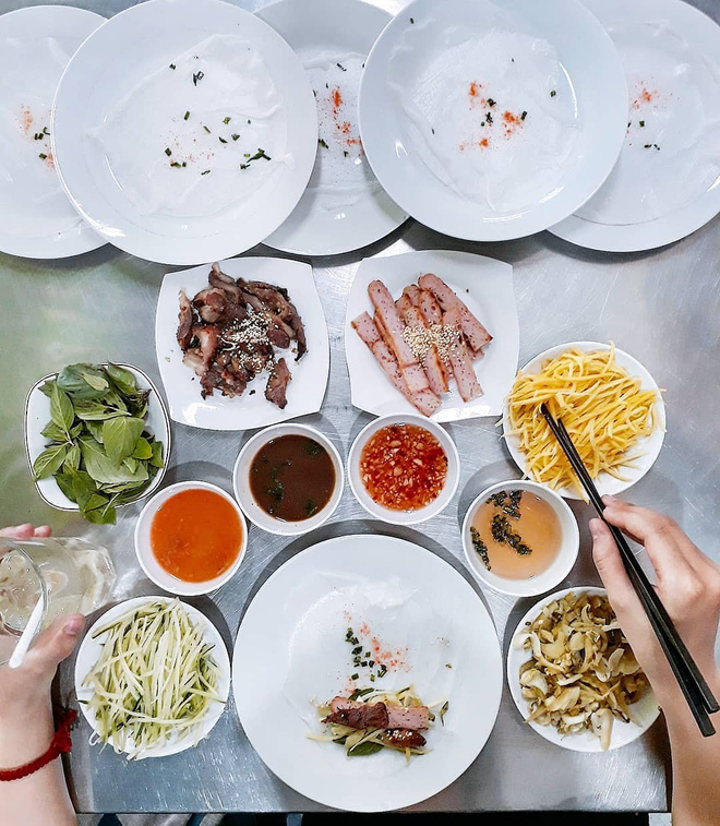 3 món đã ăn là bát đĩa phải chất thành chồng cao chót vót ở Sài Gòn - Ảnh 1.