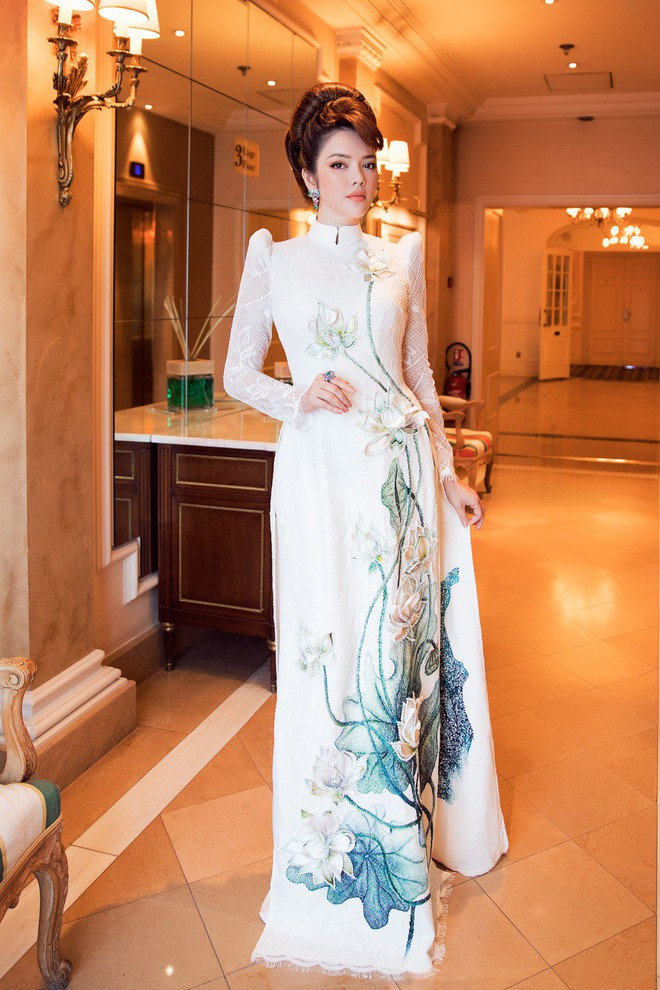 Lý Nhã Kỳ gây ấn tượng với tà áo dài Việt, hội ngộ Naomi Campbell tại LHP Cannes 2018 - Ảnh 1.