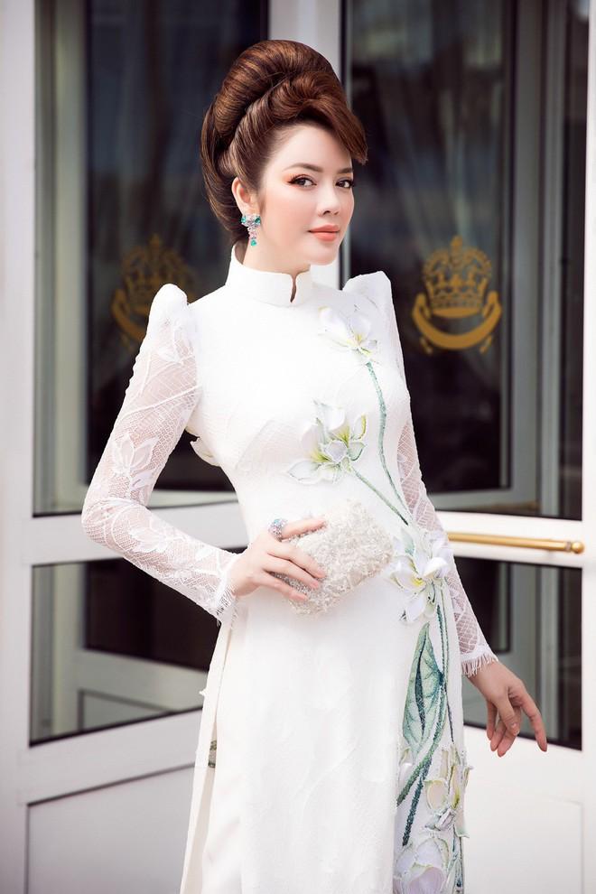Lý Nhã Kỳ gây ấn tượng với tà áo dài Việt, hội ngộ Naomi Campbell tại LHP Cannes 2018 - Ảnh 4.