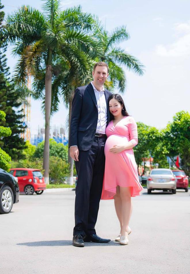 Sắp đến ngày lâm bồn, Lan Phương hạnh phúc khoe giấy đăng kí kết hôn nóng hổi với bạn trai Tây - Ảnh 2.
