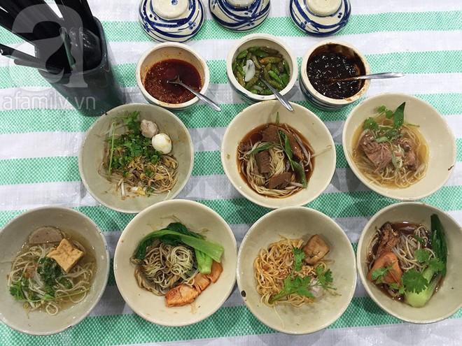 3 món đã ăn là bát đĩa phải chất thành chồng cao chót vót ở Sài Gòn - Ảnh 5.