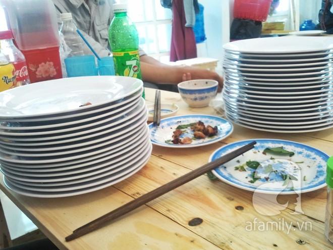 3 món đã ăn là bát đĩa phải chất thành chồng cao chót vót ở Sài Gòn - Ảnh 4.