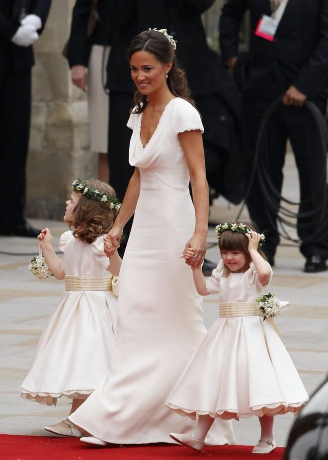 Dự đám cưới Hoàng tử Harry và Meghan Markle, dàn khách mời sẽ phải tuân thủ 8 quy tắc ăn mặc này - Ảnh 4.