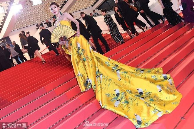Những lần náo loạn thảm đỏ Cannes của sao Hoa ngữ: Từ mỹ nhân hạng A đến người đẹp vô danh chiêu trò đủ kiểu khiến truyền thông ngao ngán - ảnh 5