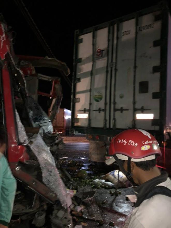 Ninh Thuận: Xe khách va chạm với xe container, ít nhất 12 người trọng thương - Ảnh 3.