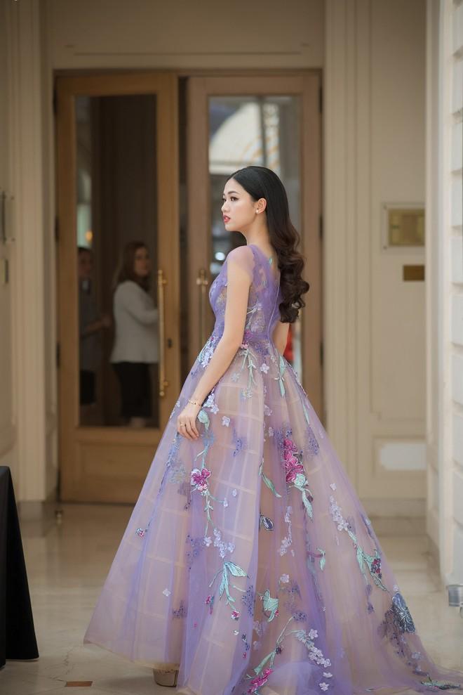 Nhã Phương đọ sắc cùng HH Đỗ Mỹ Linh và Lý Nhã Kỳ trong sự kiện thời trang tại Cannes - Ảnh 12.