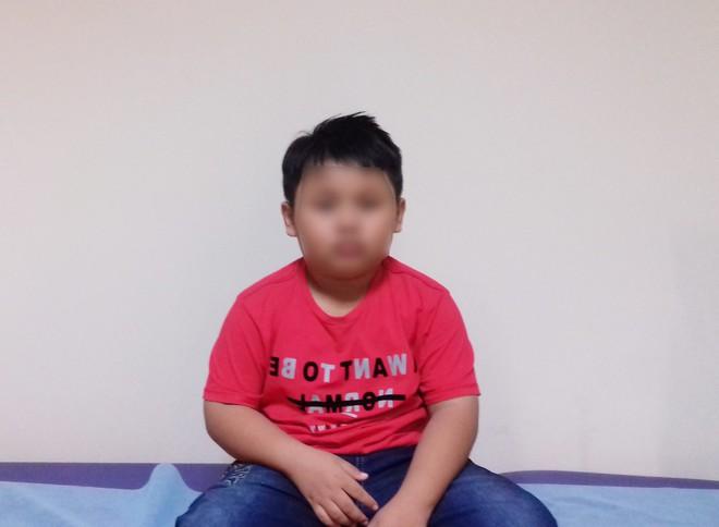 TP.HCM: Bé trai 9 tuổi đang ngủ bị vật thể lạ chui vào tai suýt thủng màng nhĩ - Ảnh 1.