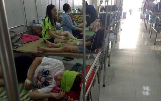 70 sinh viên Đại học Sư phạm II ngộ độc phải nhập viện gấp sau buổi liên hoan chia tay - Ảnh 1.