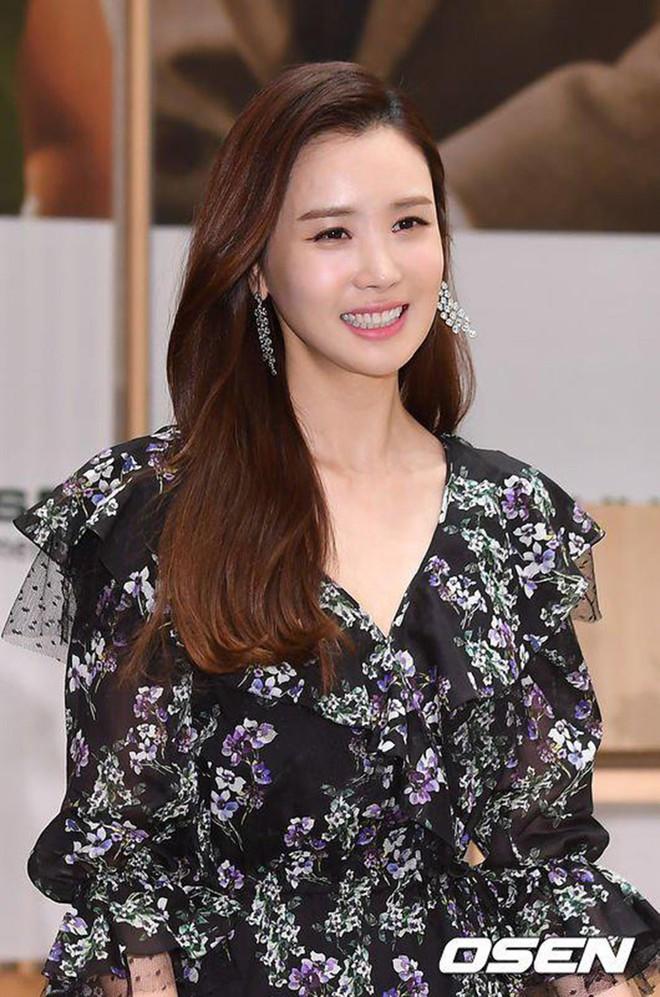 """Những ca phẫu thuật thành công của mỹ nhân Hàn: Đúng là không có gì là không thể, một bước """"vịt hóa thiên nga"""", lọt top gương mặt đẹp nhất thế giới - Ảnh 13."""