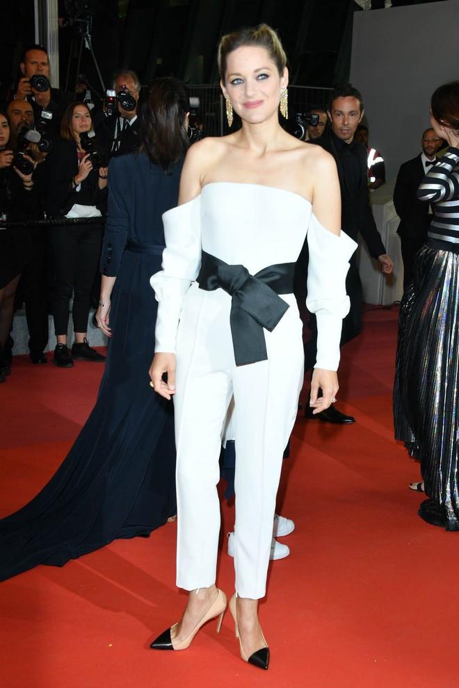 17 bộ váy đẹp nhất thảm đỏ Cannes 2018 thì ắt hơn chục bộ chỉ dành cho những nàng ngực mini - Ảnh 5.