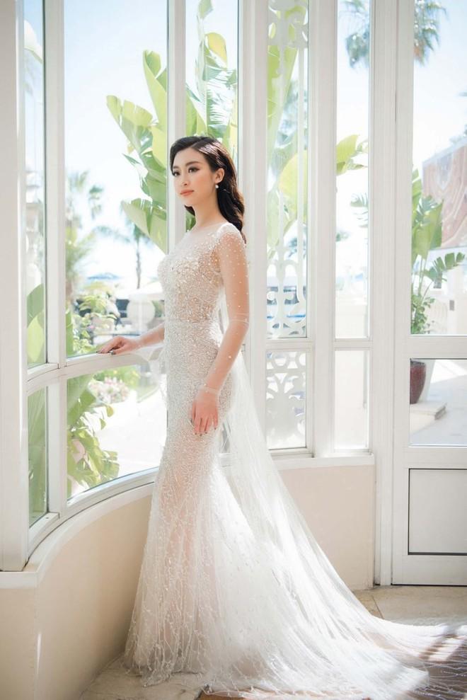 Nhã Phương đọ sắc cùng HH Đỗ Mỹ Linh và Lý Nhã Kỳ trong sự kiện thời trang tại Cannes - Ảnh 1.