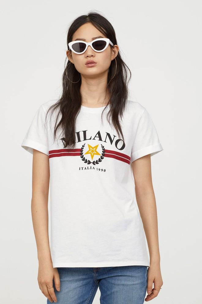 Nếu chán áo phông trắng trơn hay in chữ, Zara H&M còn đủ kiểu áo in hình nổi bật mà giá chưa quá 500 ngàn đồng - Ảnh 9.