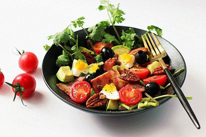 Muốn giảm cân chớ bỏ qua công thức làm 2 món salad cực ngon này! - Ảnh 6.