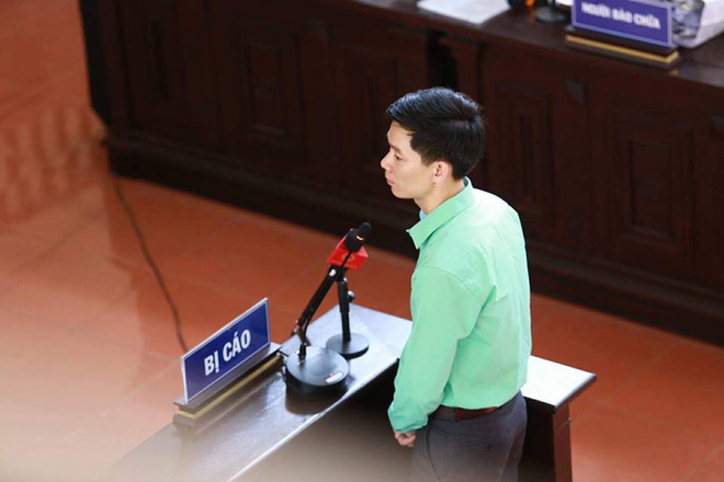 Bác sĩ Hoàng Công Lương trả lời gay gắt tại tòa: Tôi học về chuyên môn để cứu chữa bệnh nhân chứ không phải là để giết người - Ảnh 2.