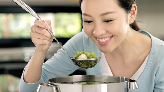 Phụ nữ hiện đại nói không với bếp núc: Chẳng phải sự thể hiện nữ quyền gì, là đoảng hết phần thiên hạ mới đúng - ảnh 1