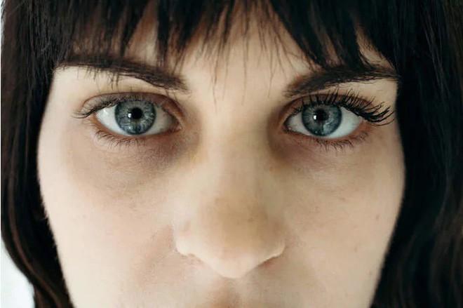 Dùng loại mascara chưa đến 200 nghìn mà ai cũng bất ngờ cứ tưởng cô nàng này đã nối mi - Ảnh 1.