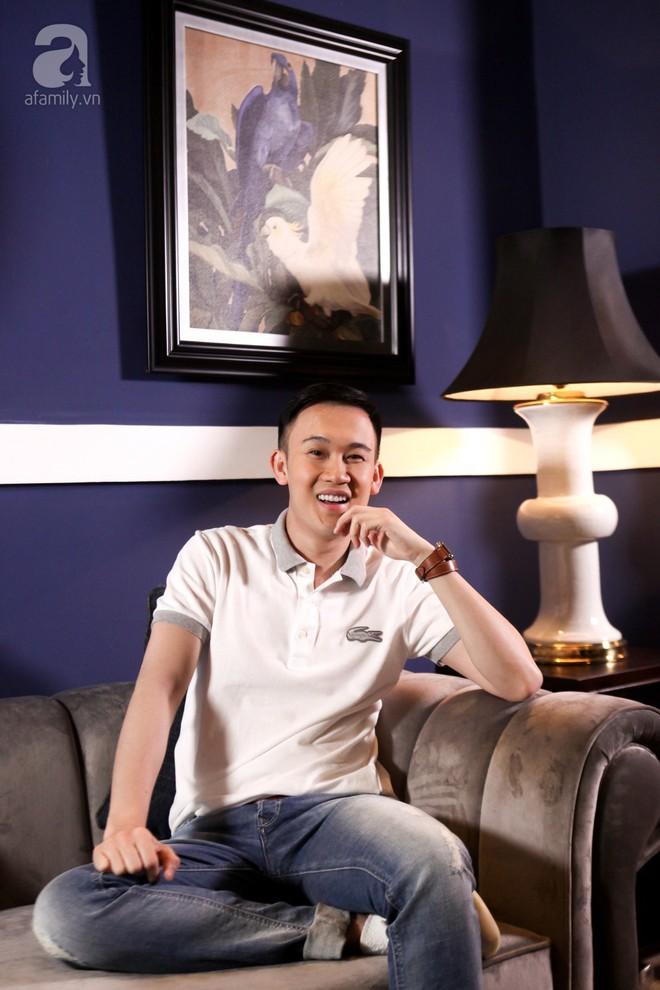 LIVESTREAM: Dương Triệu Vũ lên tiếng trước tin đồn đồng tính, hé lộ cuộc sống ít ai biết của Hoài Linh - Ảnh 1.