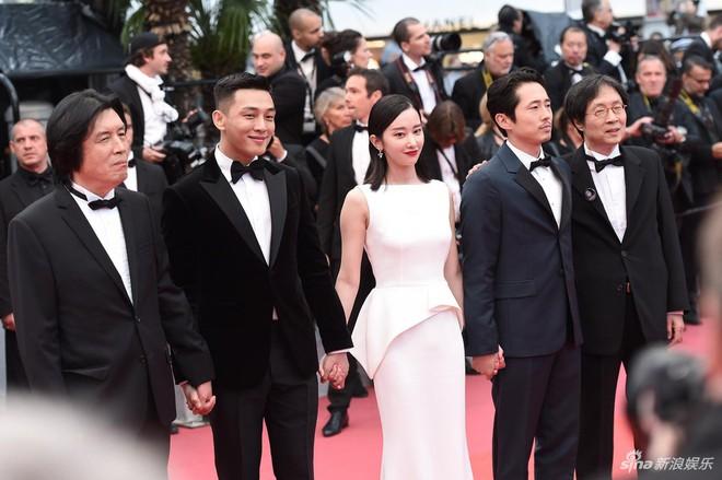 Dàn soái ca Châu Á Huỳnh Hiểu Minh, Yoo Ah In khiến loạt mỹ nhân phải lép vế khi xuất hiện trên thảm đỏ Cannes - Ảnh 1.