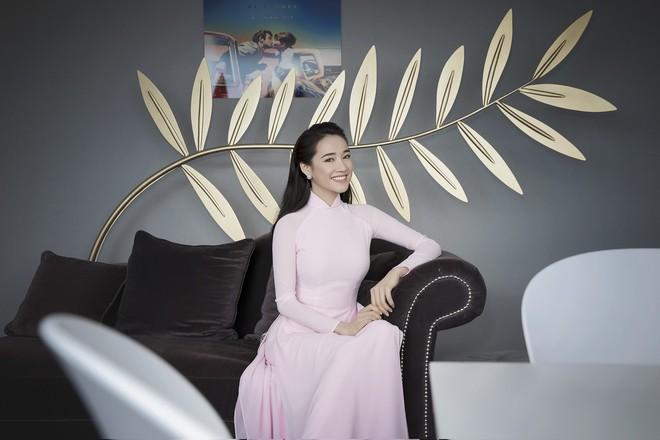 Ngày thứ 2 ở Cannes: Nhã Phương gây choáng cho fan Việt khi xuất hiện trong khu vực giới thiệu tài năng - Ảnh 6.