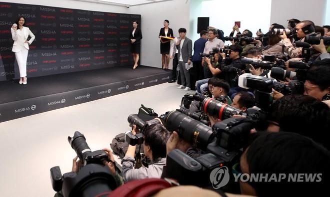 Son Ye Jin chiếm hết spotlight, nhưng mỹ nhân 2 lần đứng đầu top 100 gương mặt đẹp nhất thế giới còn xuất sắc hơn - Ảnh 1.