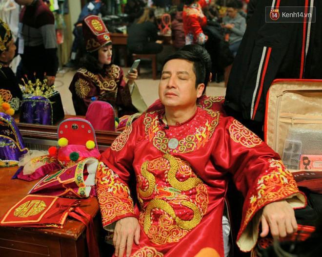 1001 dáng ngủ siêu khó đỡ của sao Việt: Cứ đặt lưng xuống là ngủ bất kể địa hình! - Ảnh 1.