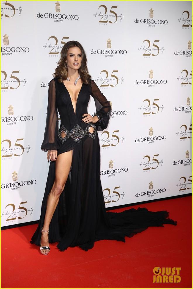 Dàn mỹ nhân cùng khoe body bốc lửa tại Cannes, đả nữ Fast & Furious suýt lộ cả vòng 1 trên thảm đỏ - Ảnh 3.