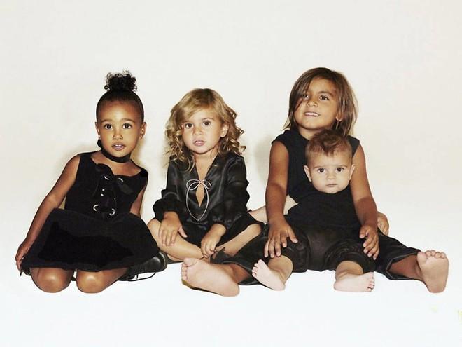 Sinh ra trong Hoàng gia nước Mỹ, các bé nhà Kardashian từ nhỏ phải tuân theo loạt quy định nghiêm ngặt - Ảnh 7.