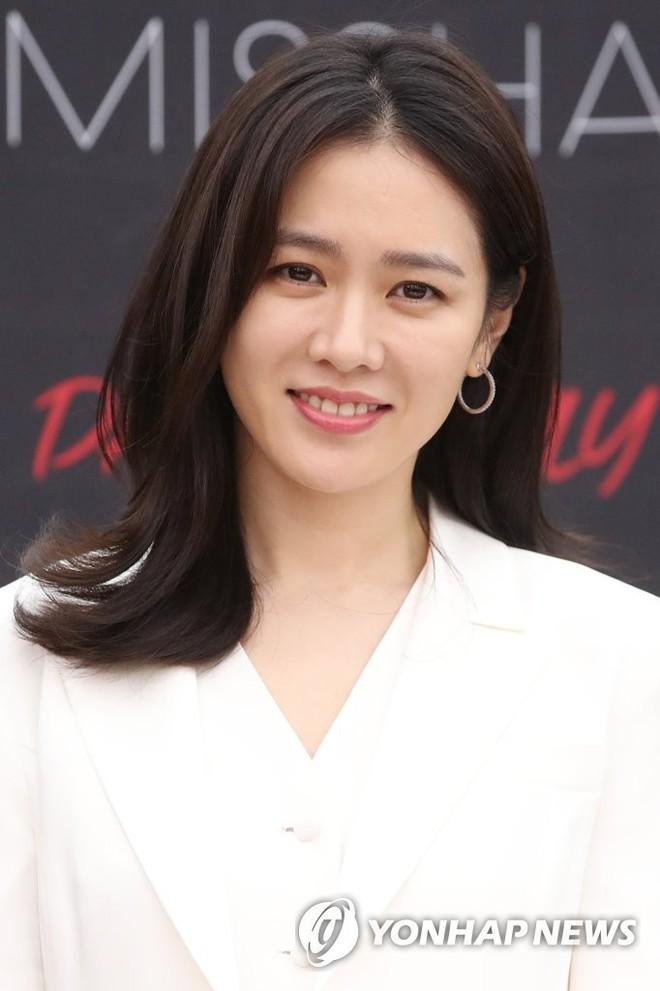 Son Ye Jin chiếm hết spotlight, nhưng mỹ nhân 2 lần đứng đầu top 100 gương mặt đẹp nhất thế giới còn xuất sắc hơn - Ảnh 7.