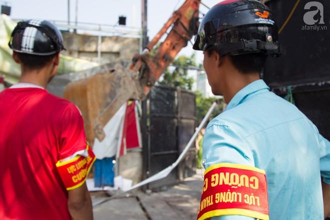 Hà Nội: Bắt đầu cưỡng chế 42 cơ sở kinh doanh trên mặt đường Nguyễn Khánh Toàn - Ảnh 4.