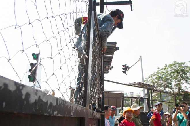 Hà Nội: Bắt đầu cưỡng chế 42 cơ sở kinh doanh trên mặt đường Nguyễn Khánh Toàn - Ảnh 7.