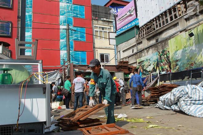 Hà Nội: Bắt đầu cưỡng chế 42 cơ sở kinh doanh trên mặt đường Nguyễn Khánh Toàn - Ảnh 6.