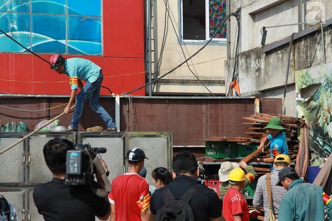 Hà Nội: Bắt đầu cưỡng chế 42 cơ sở kinh doanh trên mặt đường Nguyễn Khánh Toàn - Ảnh 3.