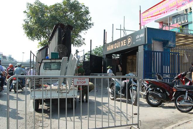 Hà Nội: Bắt đầu cưỡng chế 42 cơ sở kinh doanh trên mặt đường Nguyễn Khánh Toàn - Ảnh 14.