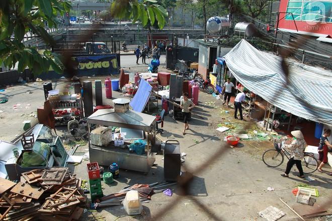 Hà Nội: Bắt đầu cưỡng chế 42 cơ sở kinh doanh trên mặt đường Nguyễn Khánh Toàn - Ảnh 2.