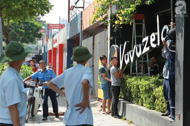 Hà Nội: Bắt đầu cưỡng chế 42 cơ sở kinh doanh trên mặt đường Nguyễn Khánh Toàn - Ảnh 9.
