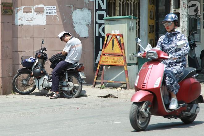 Muôn kiểu chống nắng nóng của người Hà Nội trong những ngày đầu hè - Ảnh 7.