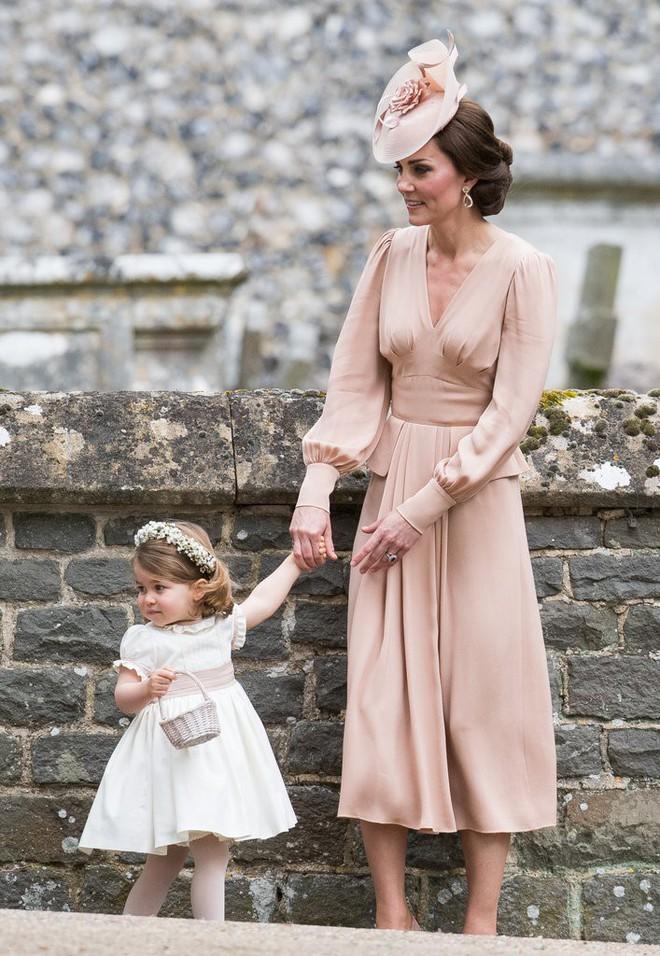 Vừa mới sinh con chưa đến 1 tháng, công nương Kate sẽ chọn trang phục thế nào dự đám cưới em chồng Hoàng gia - Ảnh 1.