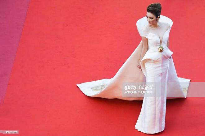 Mang cả Vịnh Hạ Long càn quét thảm đỏ, chắc hẳn đây là trang phục được Lý Nhã Kỳ đầu tư nhất tại LHP Cannes - Ảnh 4.