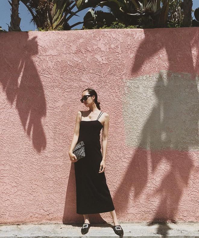 Các mẹ bầu phải học ngay cô nàng Chriselle Lim cách diện đồ thoải mái mà vẫn thời trang trong những ngày hè oi nóng - Ảnh 7.