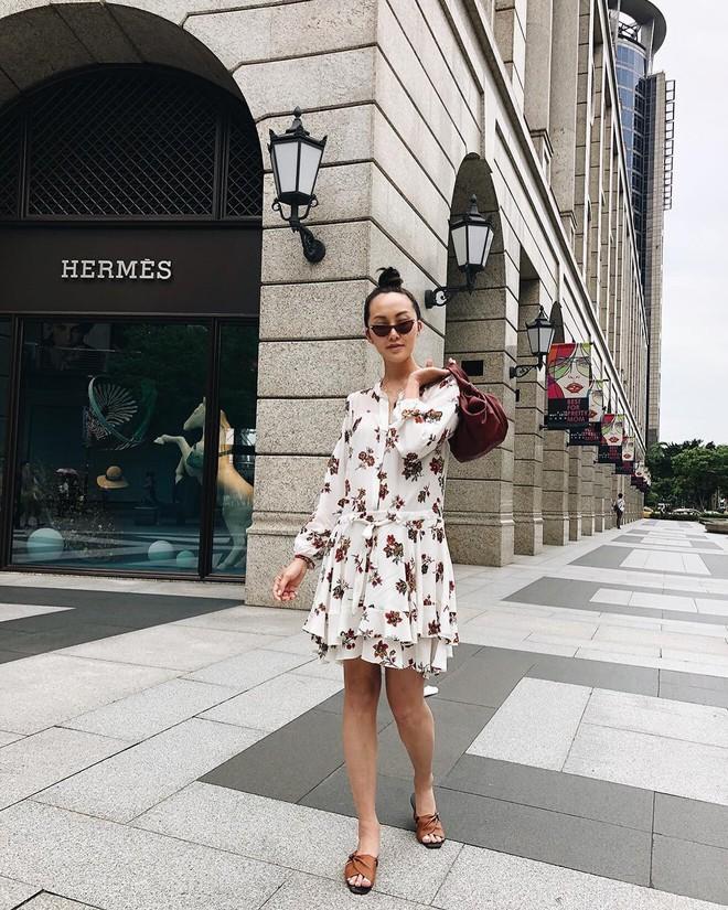 Các mẹ bầu phải học ngay cô nàng Chriselle Lim cách diện đồ thoải mái mà vẫn thời trang trong những ngày hè oi nóng - Ảnh 9.