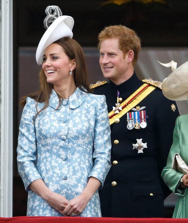 Vừa mới sinh con chưa đến 1 tháng, công nương Kate sẽ chọn trang phục thế nào dự đám cưới em chồng Hoàng gia - Ảnh 12.