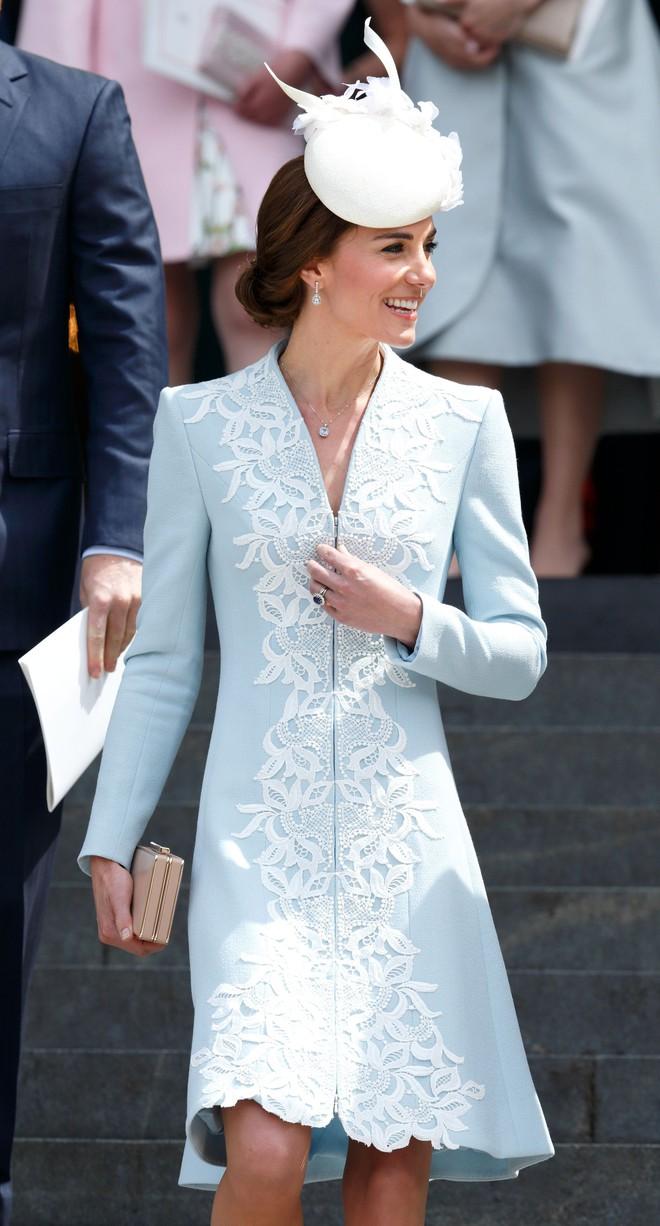Vừa mới sinh con chưa đến 1 tháng, công nương Kate sẽ chọn trang phục thế nào dự đám cưới em chồng Hoàng gia - Ảnh 2.