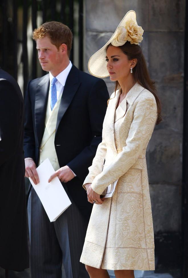 Vừa mới sinh con chưa đến 1 tháng, công nương Kate sẽ chọn trang phục thế nào dự đám cưới em chồng Hoàng gia - Ảnh 11.